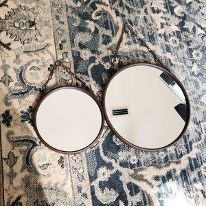 Set of round mirrors
